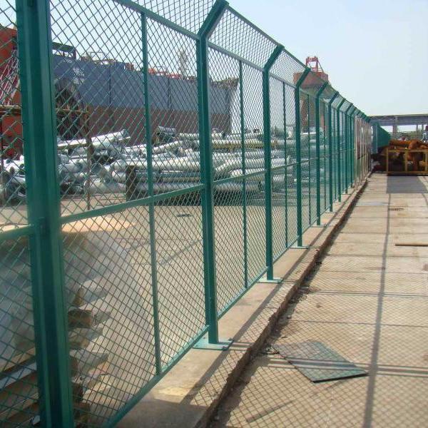 钢板护栏网,球场护栏